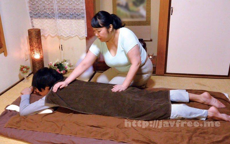 [HD][MOKO-030] ムチ尻な熟女マッサージ師に勃起チ○ポを見せたら… - image MOKO-030-8 on https://javfree.me