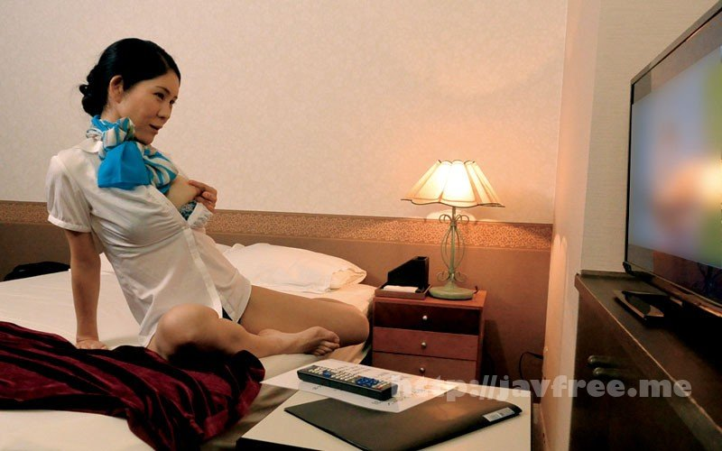 [HD][MOKO-036] 隠しカメラとエロ本、DVDをオナネタに仕掛けて働く熟女のオナニーを撮影できるか? - image MOKO-036-11 on https://javfree.me