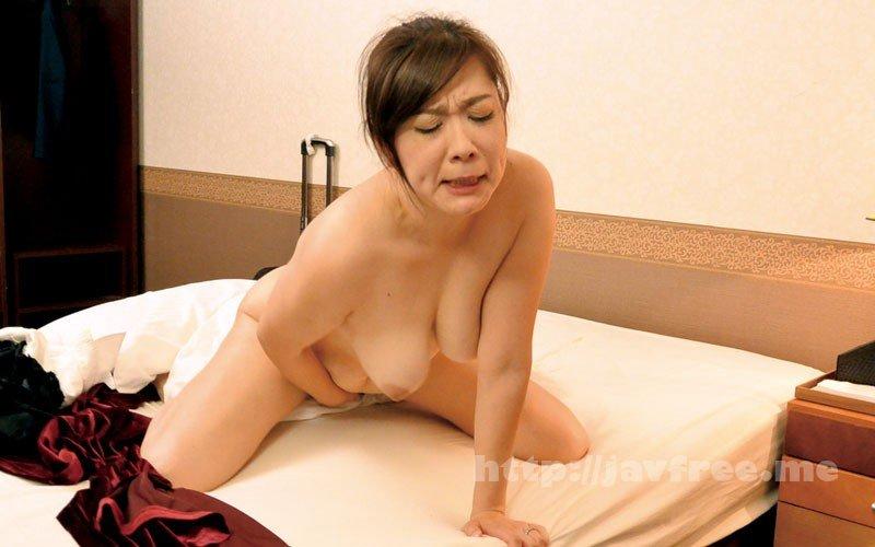 [HD][MOKO-036] 隠しカメラとエロ本、DVDをオナネタに仕掛けて働く熟女のオナニーを撮影できるか? - image MOKO-036-18 on https://javfree.me