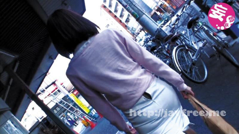 [MUPT-002] 電車・ファミレス・駅・カフェ・ド○キ…公然にもかかわらず男のスケベ視線を意識してジッパー半開きで歩いてるOL/口元ベッタベタにしてアイスを舐める女子校生etc…を視姦してたら勝ち誇った笑みで近づいてきて逆にヤラれた! - image MUPT-002-1 on https://javfree.me