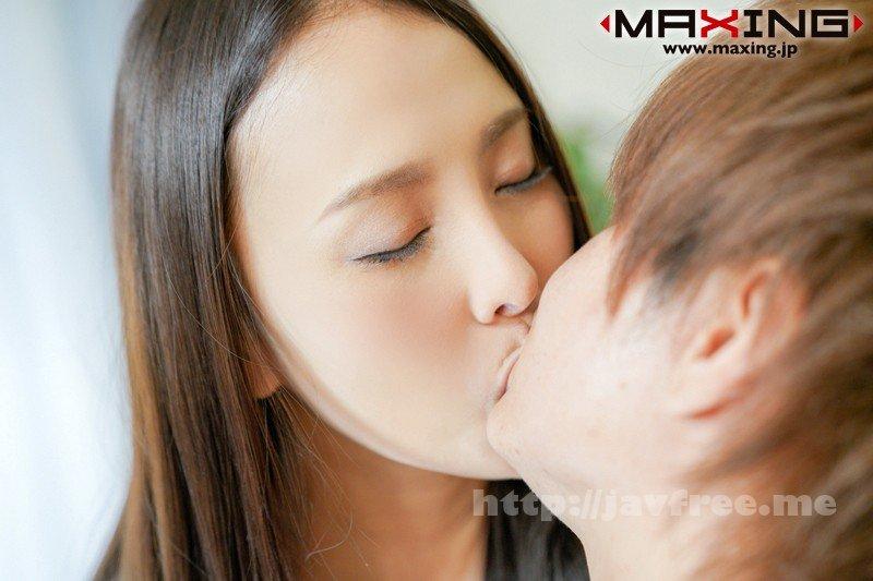 [MXGS-1068] 新人 黒宮えいみ ベロチュウ好き でスタイル抜群の綺麗なお姉さん