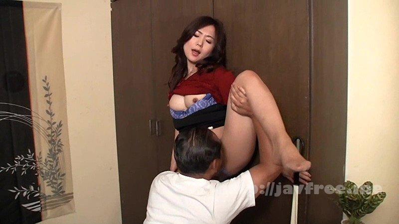 [HD][NASH-056] 「今夜は帰りたくないの…」誰でもいいからセックスしたくなったおばさんが、酔ったフリして無理やり唇を奪って求めてきた - image NASH-056-17 on https://javfree.me