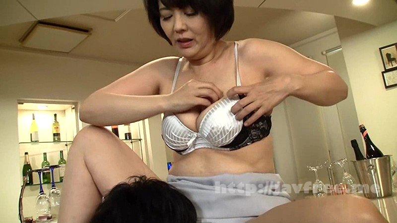 [HD][NASH-056] 「今夜は帰りたくないの…」誰でもいいからセックスしたくなったおばさんが、酔ったフリして無理やり唇を奪って求めてきた - image NASH-056-3 on https://javfree.me
