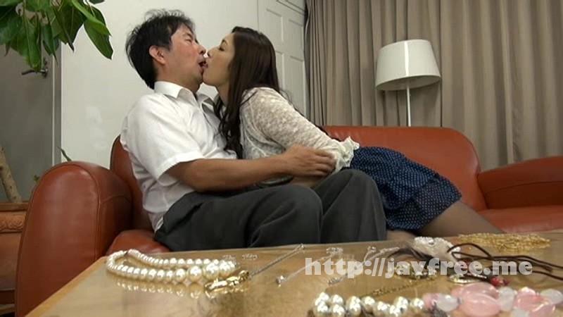 [NATR-425] 人妻は夫が隣にいるのに寝取られるスリルにオマ●コが疼きすぎて俺のチ●コを欲しがるので辛抱たまらん!! 2 小早川怜子 - image NATR-425-9 on https://javfree.me