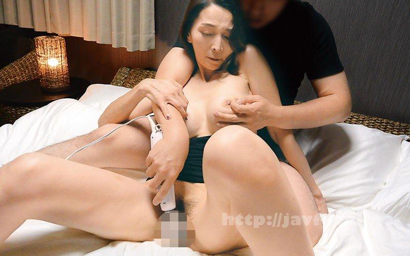 [HD][OFKU-168] 前橋から上京した嫁の母が…巨乳五十路義母 香原京香 50歳 - image OFKU-168-8 on https://javfree.me