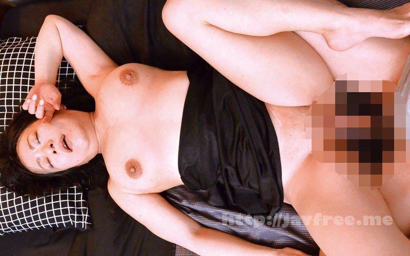 [HD][OFKU-172] 宮城から上京した嫁の母が…五十路義母 新田るみ - image OFKU-172-18 on https://javfree.me