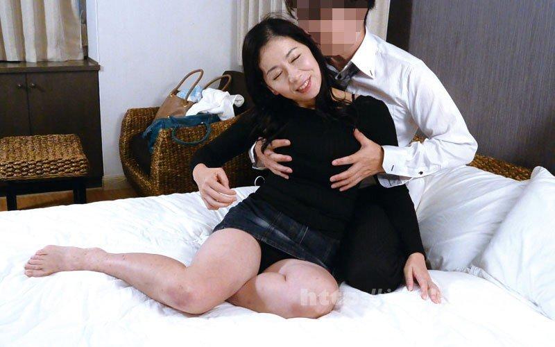 [HD][OFKU-174] 夫と喧嘩して息子のマンションにきた茅ヶ崎の母 日立ひとみ - image OFKU-174-10 on https://javfree.me