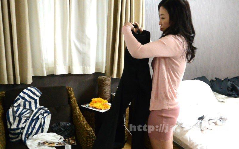 [HD][OFKU-174] 夫と喧嘩して息子のマンションにきた茅ヶ崎の母 日立ひとみ - image OFKU-174-7 on https://javfree.me