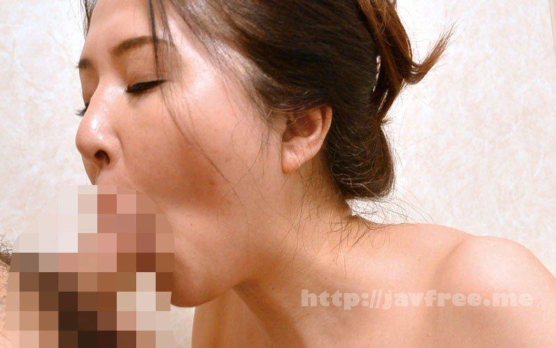 [HD][OFKU-177] 嫁の母のフェラチオ 「血は繋がってないし、チ○ポ咥えるだけだから平気よね」 - image OFKU-177-3 on https://javfree.me