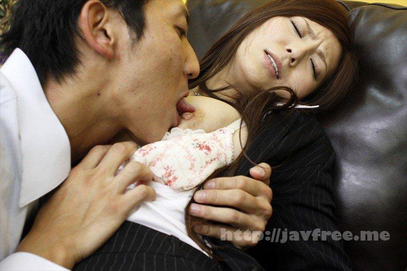 [OKAX-422] 巨乳なのに乳首が敏感過ぎて…強引なセックスも拒めない押しに弱いヤリマン30人
