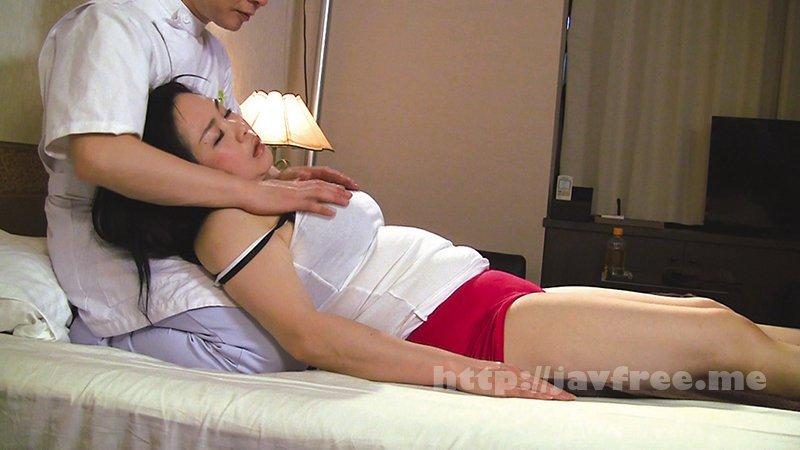 [HD][OKAX-773] 普通の奥さんが旦那に騙されマッサージ師に猥褻施術されNTRセックスに至る緊迫ドキュメント!4時間 - image OKAX-773-13 on https://javfree.me