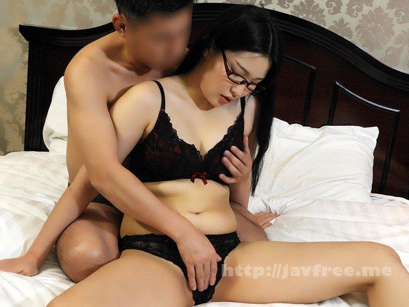 [HD][OSST-006] 韓国で見つけた読書に夢中な堅物系の彼女は、エッチなこと好きでしょ?の直球質問にドギマギ!見かけによらずヤラしいパンティと舌出しべろちゅーで男をその気にさせる! ヨルン - image OSST-006-4 on https://javfree.me