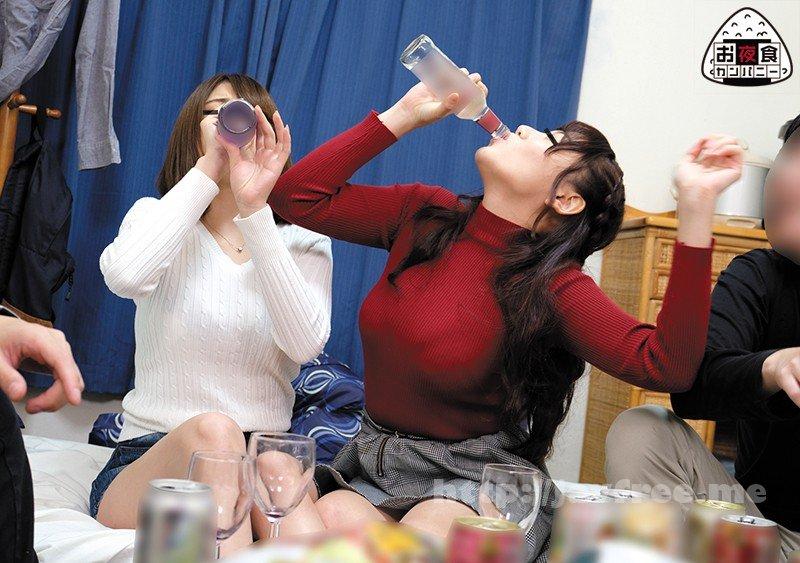 [OYC-165] 地方から東京に出てきた女子大生がバカにされないようにと、普段からお酒を結構飲んでて慣れてる風を装ってたが、実はほぼ飲み会初心者。だからペース配分が分からず最初からガンガン飛ばしていたため、誰よりも早く泥酔状態に!最終的にはキス魔と触り魔に変わり果て…