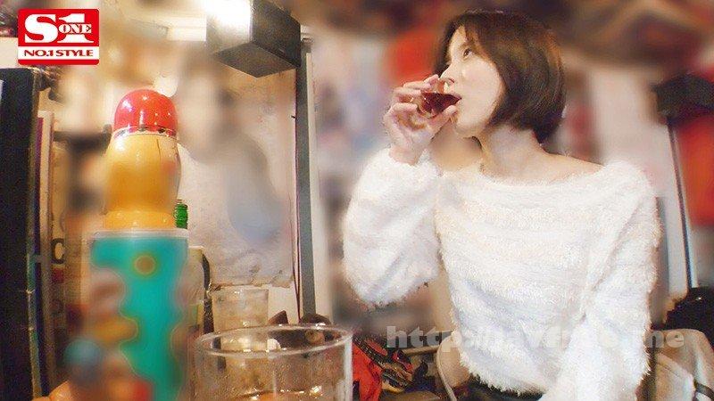 [HD][PFES-005] 酔わせたら9割9分ヤレる女 ~酒入ると下半身ゆるゆるパンチラしっぱなしオンナと朝までSEX~ 葵つかさ - image PFES-005-2 on https://javfree.me