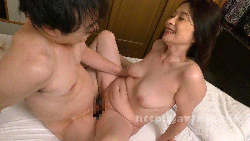 [HD][SCD-194] 僕に勃起薬を●ませて笑顔で痴女る還暦のお母さん 遠田恵未 - image SCD-194-18 on https://javfree.me