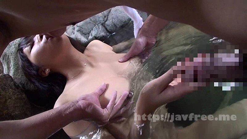 [HD][SCOP-081] 混浴風呂に入浴しているカップルの女の前で俺のデカチンを見せつけたら彼女の視線がくぎ付けに!彼氏には内緒でこっそりヤッちゃいました!!