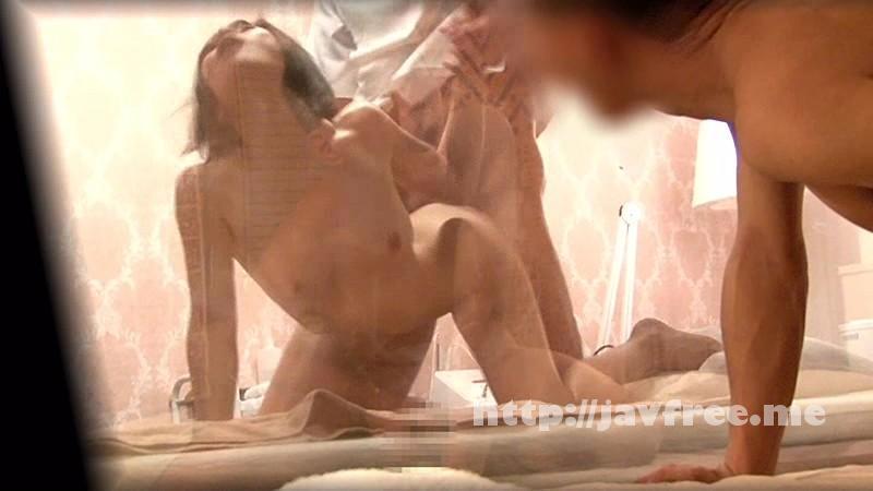 [SDMU 229] 「嫁が感じ喘いでいるところを、すぐ隣でバレないように見てみたい…」自慢の妻がマジックミラー1枚隔て'寝取られ性感マッサージ'至近距離でオイルまみれでイカされまくる妻は飛び散る潮に身をよがらせ挿入懇願! SDMU