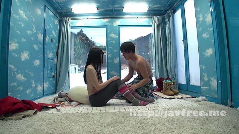 [SDMU-312] マジックミラー号 雪山で声をかけた恋人が欲しい女学生が本気のお見合い大作戦!自らが選んだ好みの男性と2人っきりになると燃え上がりすぎて、濃厚なねっとりキスを連発!両想い同士の「出会って即ラブラブ密着SEX」をお見せします! - image SDMU-312-3 on https://javfree.me