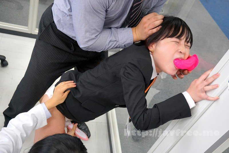 [SDMU-754] 「イラマチオは女性にとって気持ちが良いのだろうか?」をイラマ未経験SOD女子社員が真面目に検証した結果ヤミツキのど奥SEXでえづき汁だらだら糸引き絶頂!! SOD性科学ラボ レポート5 - image SDMU-754-15 on https://javfree.me