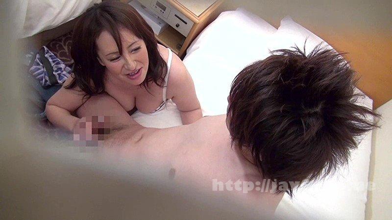 [SGSR-202] ナンパされたエッチな素人女性たち 揺れるおっぱいに目が釘付け…巨乳熟女4時間