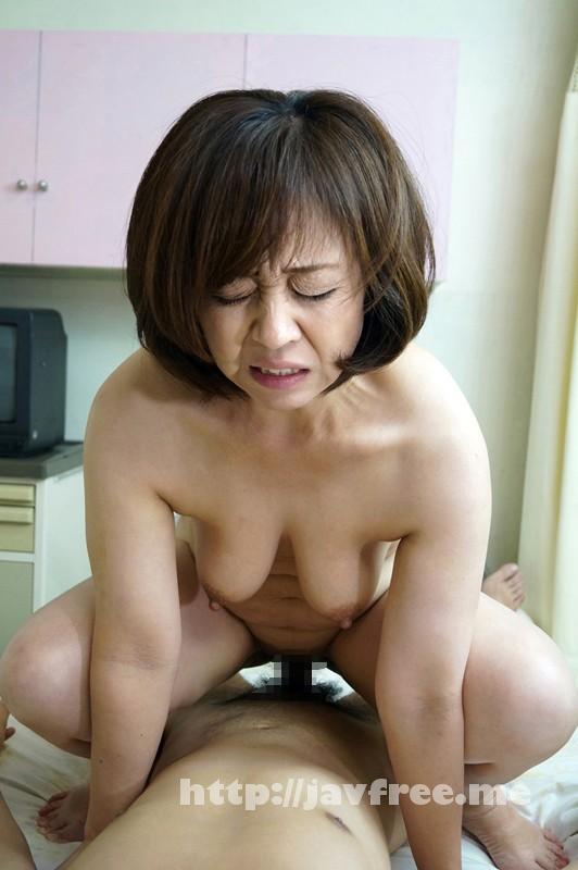[SHE 235] 「お願い!勃たないで!」息子の前で母親羞恥!親子でチャレンジ淫乱ゲーム! SHE