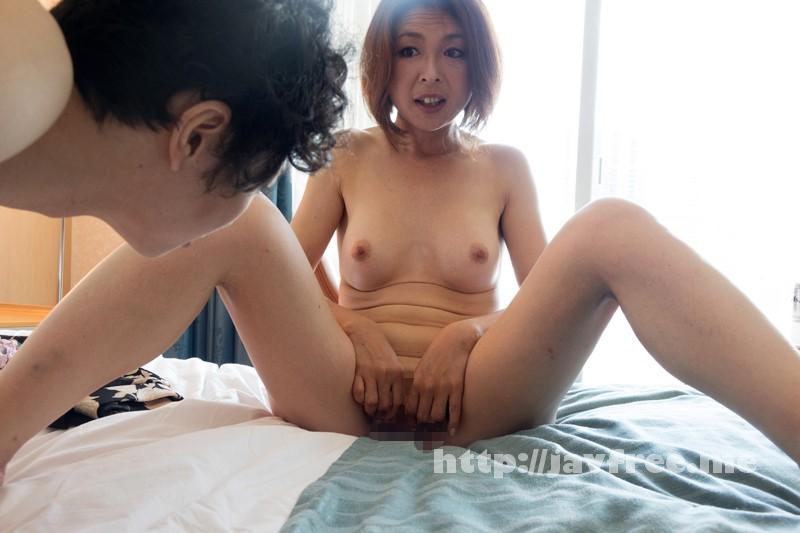 [SHE-242] 熟女が恥らうセンズリ鑑賞 10 - image SHE-242-16 on https://javfree.me