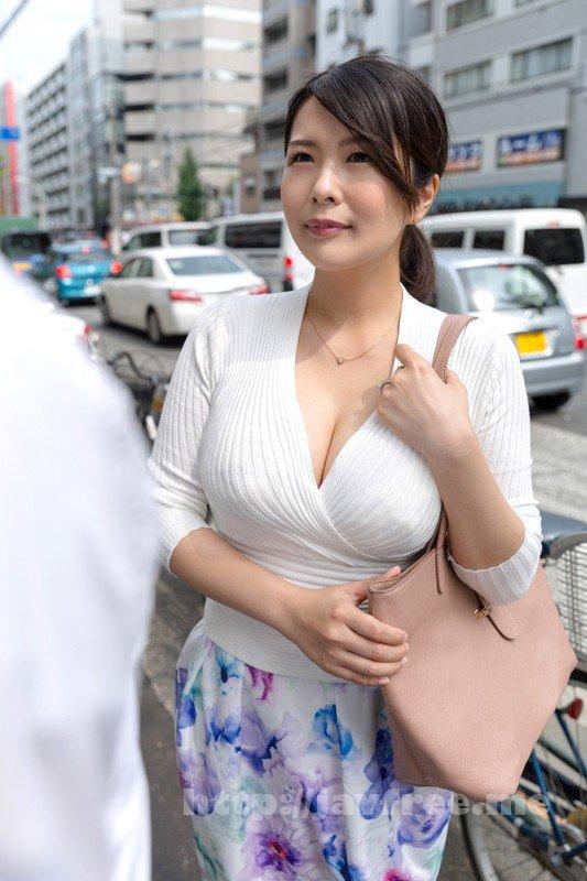 [HD][SHE-548] 勇気あるナンパ 年の差15歳以上の可愛い熟々おばさんをゲット!!4時間 SP 7 - image SHE-547-18 on http://javcc.com
