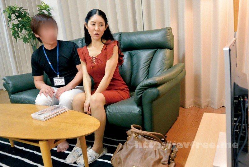 [SPZ-1019] 人妻と2人っきりで 寝取られAV 観賞会 - image SPZ-1019-15 on https://javfree.me