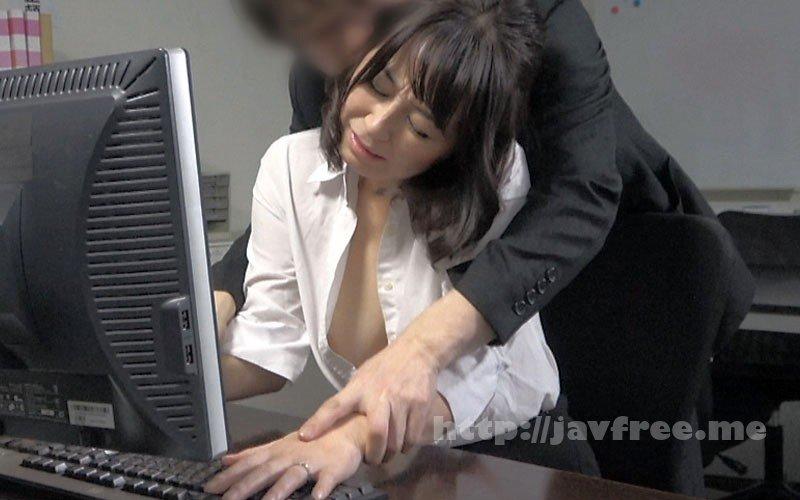 [HD][SPZ-1070] 仕事上のミスを犯した人妻OLさんにセクハラ痴●