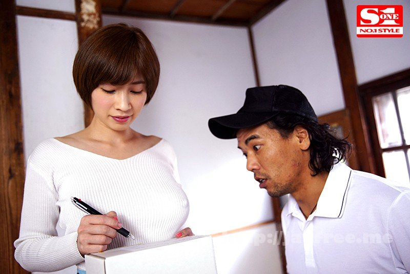 [HD][SSNI-155] 透け乳首で隣人を勃起させ笑みを浮かべるヤリたがり巨乳妻 奥田咲