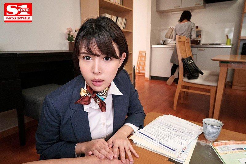 [HD][SSNI-207] すぐそばに嫁がいるのに僕に跨りヒソヒソ密着誘惑してくるささやき隠語お姉さん 葵つかさ - image SSNI-207-1 on https://javfree.me