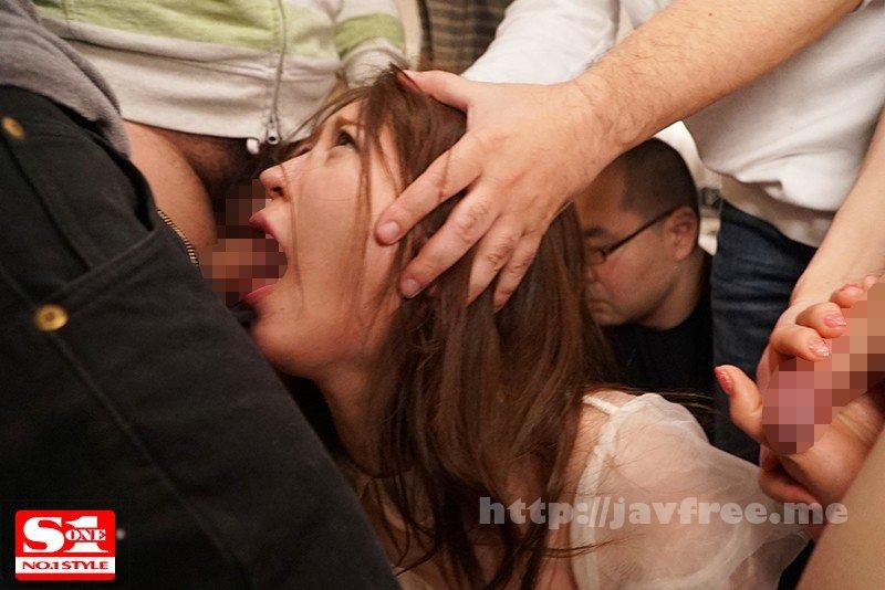 [SSNI-260] 女子大生サイレントNTR輪姦 彼氏にバレたくなくて必死に声ガマンして15人に犯され続ける恥辱の痙攣アクメ 日菜々はのん