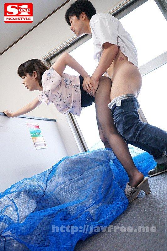 [HD][SSNI-337] 毎日、朝のゴミ出し時間にすれ違う浮きブラ奥さんをその場で即ハメ 奥田咲 - image SSNI-337-10 on https://javfree.me