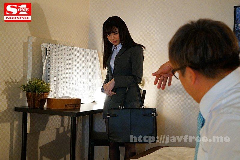 [HD][SSNI-897] 細身で小柄な女子社員が巨漢上司に出張先の相部屋ホテルで… 朝から晩まで馬乗りプレス性交され続けた一夜 槙いずな - image SSNI-897-2 on https://javfree.me