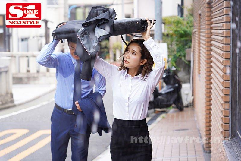 [HD][SSNI-929] 濡れ透けて露出した女上司のブラジャーにボクは我慢できず、全てぶち撒けたゲリラ豪雨の夕暮れ。 小島みなみ - image SSNI-929-1 on https://javfree.me