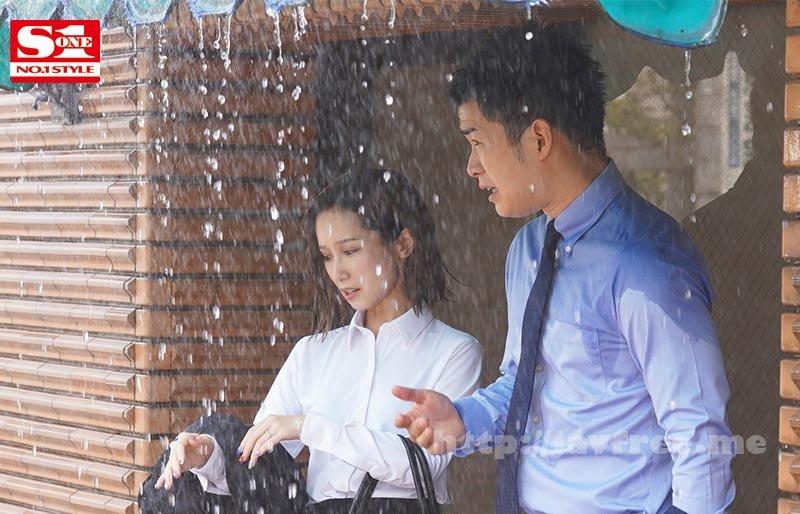 [HD][SSNI-929] 濡れ透けて露出した女上司のブラジャーにボクは我慢できず、全てぶち撒けたゲリラ豪雨の夕暮れ。 小島みなみ - image SSNI-929-2 on https://javfree.me