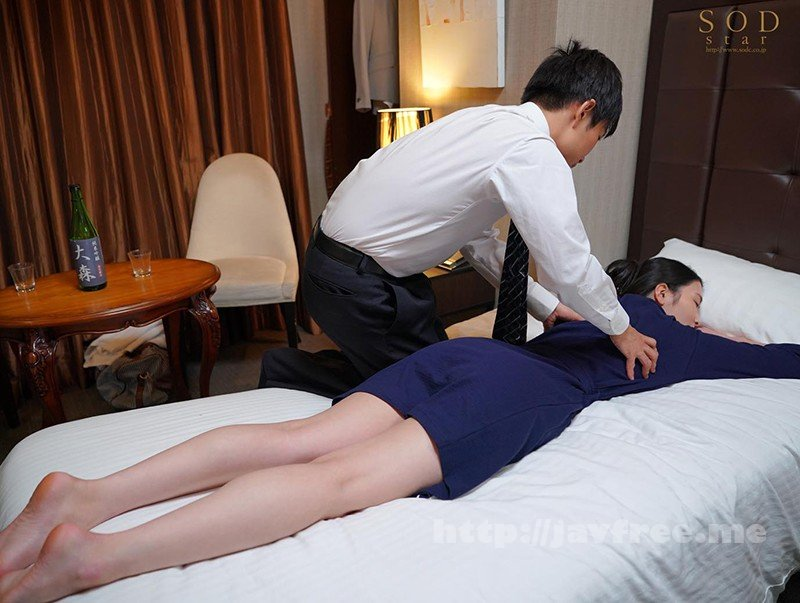 [HD][STARS-345] 童貞部下と出張先でホテル相部屋 翌朝までベロチュウ姦され続ける化粧品メーカーの寝取られ女上司 本庄鈴 - image STARS-345-4 on https://javfree.me