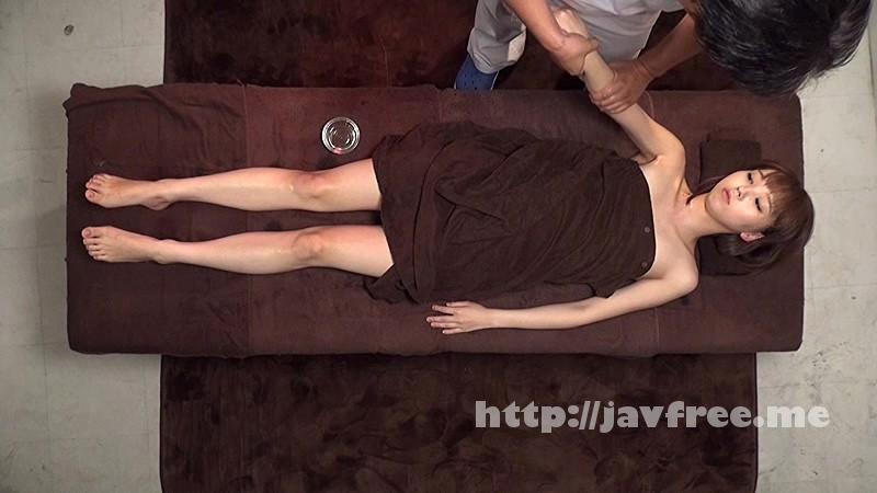 [SVDVD-496] 結婚3年目、旦那が構ってくれず欲求不満になった人妻が口コミでゾクゾク集まる「媚薬即ハメマシンバイブ膣内デトックス」エステサロンで潮をふいて体の芯から美しくなる! - image SVDVD-496-16 on https://javfree.me