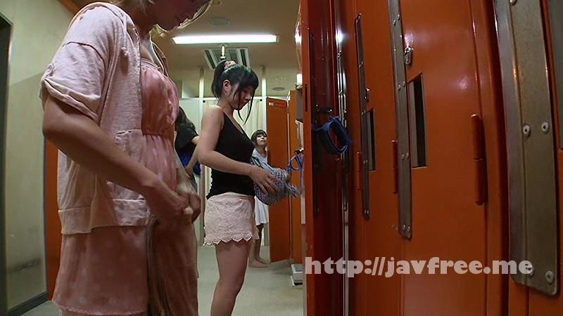 [SW 285] 女装して女風呂にまんまと潜入!! 裸の女に興奮してタオルから勃起チ○コが飛び出しちゃった。マズイと思ったが、綺麗に化粧した僕のチ○ポを見て嫌がるどころか手を伸ばしてきた! SW