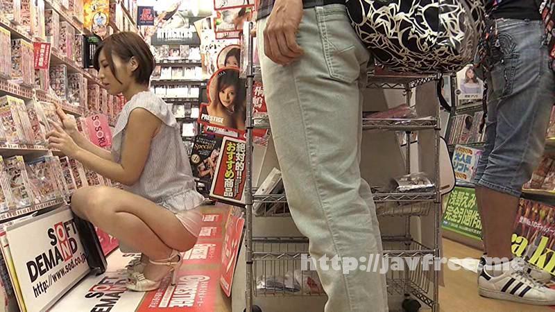 [SW 370] アダルトビデオショップに間違えて入ってきたお姉さんと狭い店内で2人きりドキドキ視線にフル勃起状態です。お尻をボクの股間に押し当てられて爆発寸前、店員や他の客にバレないようにH出来るのでしょうか? SW