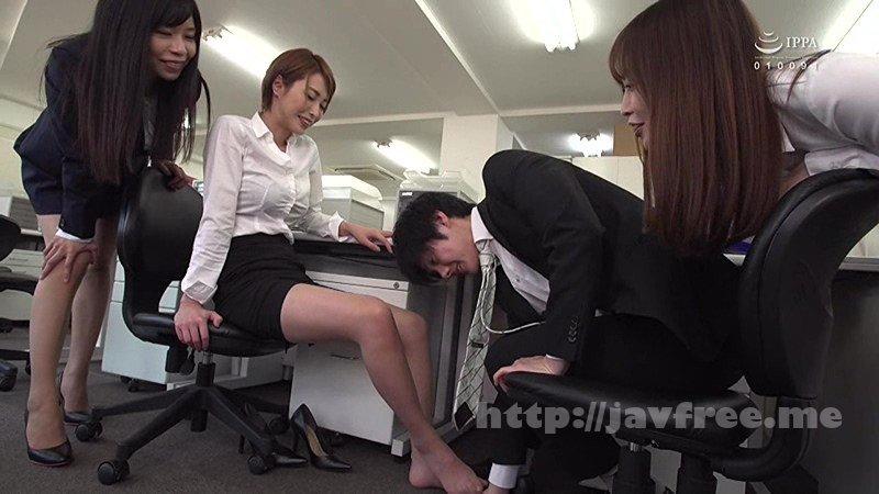 [SW-557] ヤリマン女子社員に狙われた僕!2 あの手この手でギン勃ちさせられ、机の下でくわえこんで放さない。社内で即ハメを求めてこられ僕は先輩女子社員の性奴隷にされちゃった
