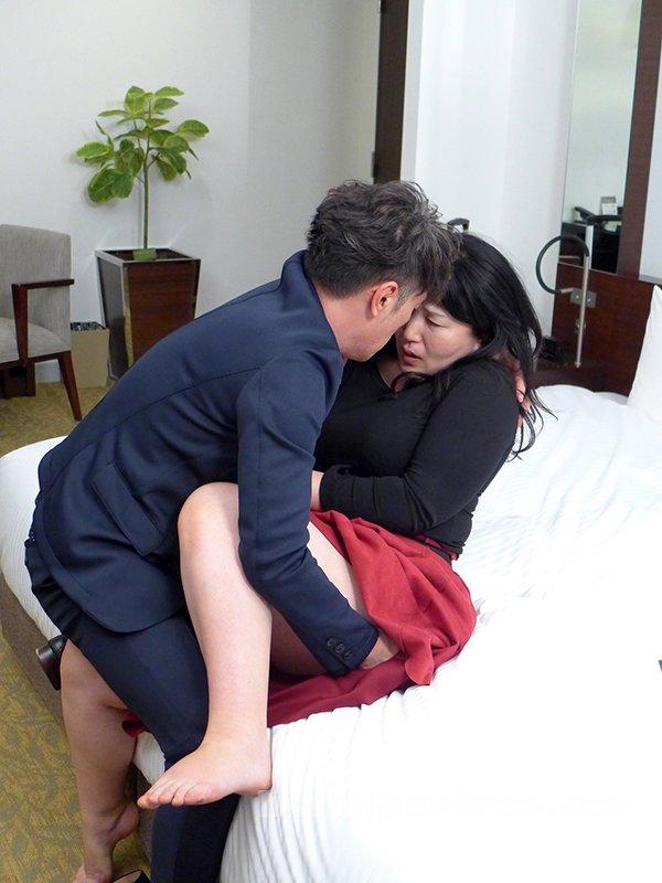 [HD][TMRD-1063] 同窓会の後、熟れていい女になった憧れの五十路妻と… 「オチンチンがお尻の中で大きくなってるー!」 - image TMRD-1063-10 on https://javfree.me