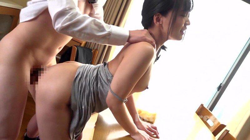 [HD][UMD-761] ラッキーな胸チラを発見し、気づかれないように見てたけど、やっぱりバレてた?! 16~人妻の日常編~ - image UMD-761-10 on https://javfree.me