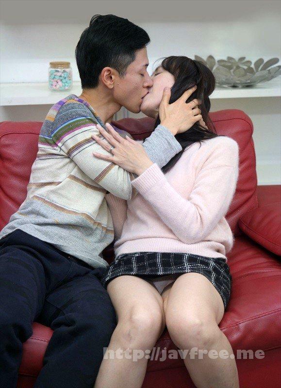 [HD][UMSO-233] 「そんなつもりじゃなかったのに…」なんて嘘ついたって…酔ったフリして年下のイケメン宅に連れ込まれても突然のキスに嫌がるどころか欲情スイッチが入ってしまって本当は期待してたのがバレバレな可愛いおばさん - image UMSO-233-16 on https://javfree.me