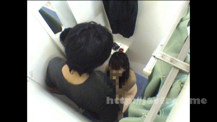[HD][UMSO-285] 試着室盗撮映像!「こんな所で困ります…」と言いつつも勃起チ○ポ見せ付けられたら、女性店員は目が釘付け!フェラだけでもラッキーだと思ってたら、こんな密室でまさかのおねだりSEX。緊張感も相まって興奮度MAX!! - image UMSO-285-15 on https://javfree.me