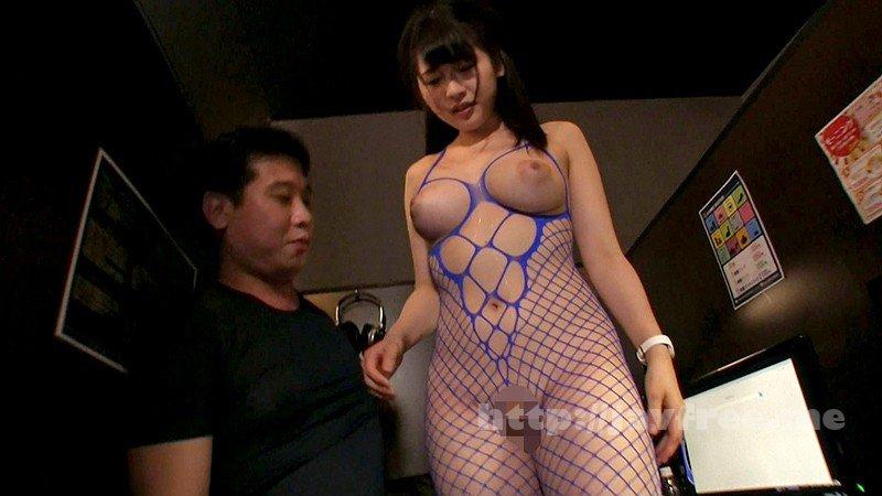 [URKK-004] 可愛すぎる隠れ巨乳ネットカフェ店員 - image URKK-004-16 on https://javfree.me