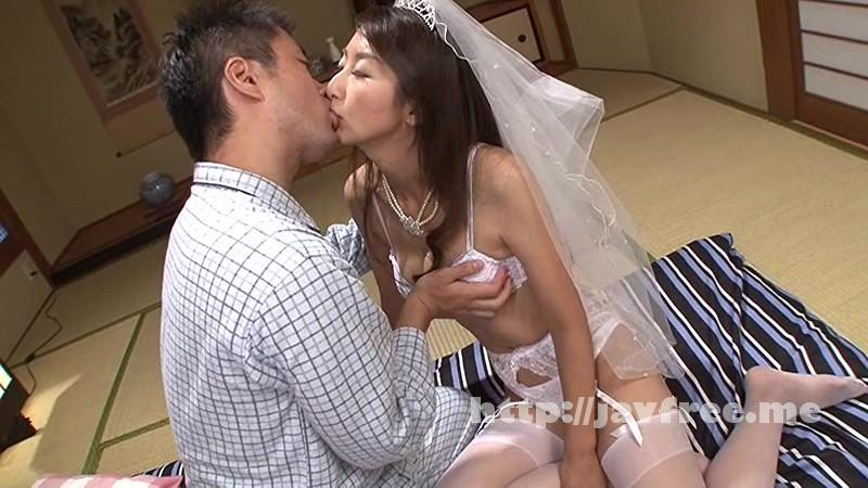 [VEC-179] 母親の再婚 僕の親友と結婚した母 青木玲 - image VEC-179-12 on https://javfree.me