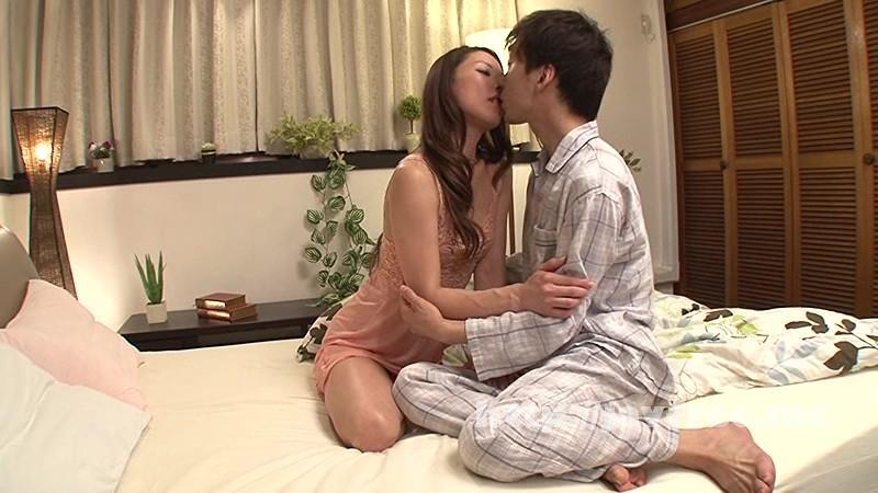 [VENU-528] 近親相姦 夏の性 父さんが浮気して寂しがっている母さんに求婚。そして中出し。 朝井涼香 - image VENU-528-3 on https://javfree.me