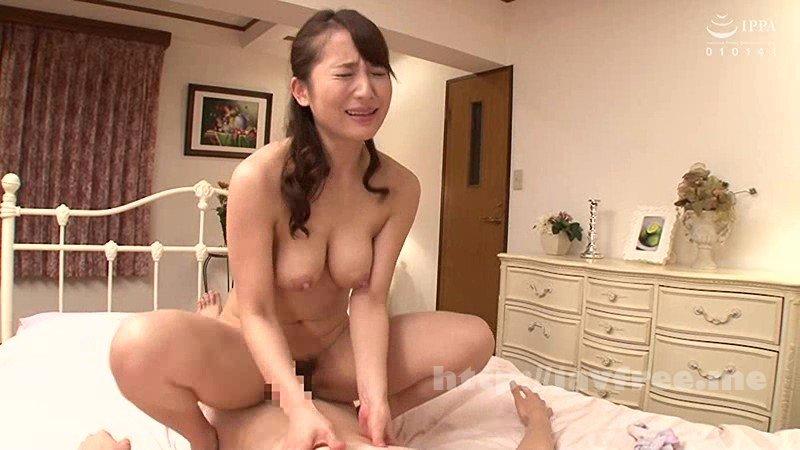 [VENU-781] 父が出かけて2秒でセックスする母と息子 倉多まお