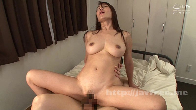 [VENU-844] 父が出かけて2秒でセックスする母と息子 凛音とうか - image VENU-844-18 on https://javfree.me
